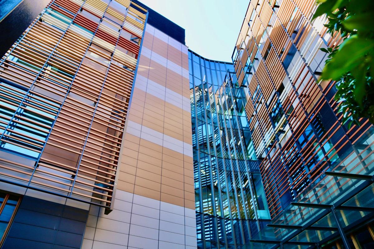 Tonality Referenz Abercrombie business school Sydney innenhof.